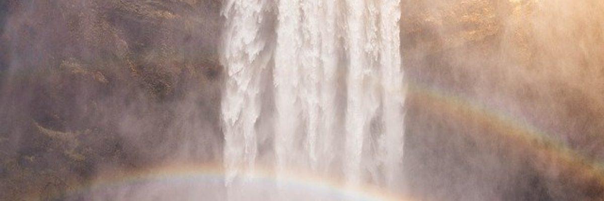 waterfall mit Mann